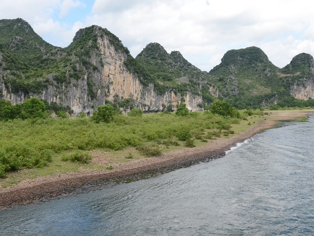 Video: On China's Li River, go for a slow boat