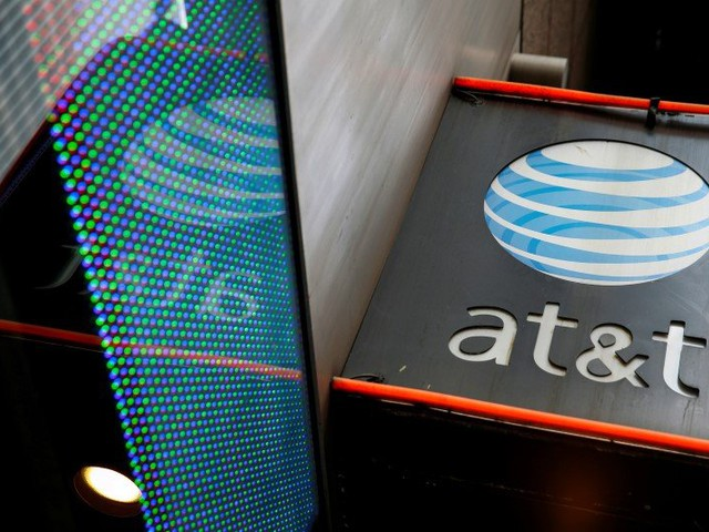 AT&T signs deal to offer roaming services in Cuba