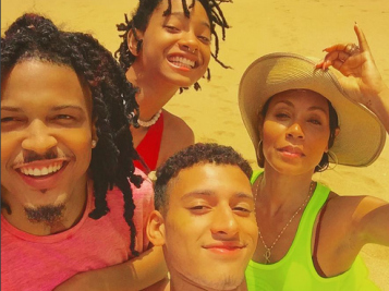 August Alsina Joins Jada Pinkett Smith & Willow Smith's Family Vacay In Hawaii