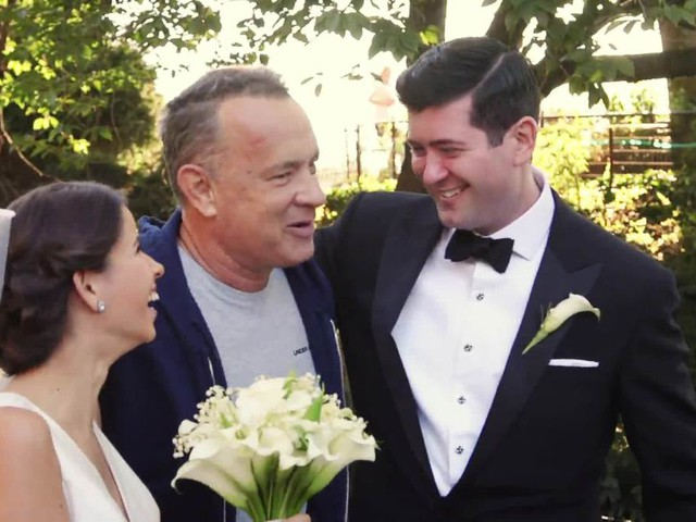 VIDEO: Tom Hanks crashes couple's wedding photo shoot in Central Park, takes selfie with them