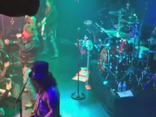 GUNS N' ROSES Performs At The Troubadour: First Video Footage And Photos