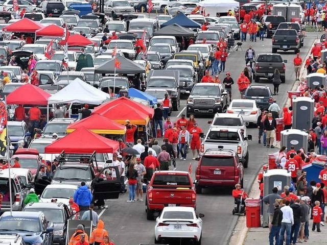 Chiefs fans still unhappy about parking, despite improvements Sunday