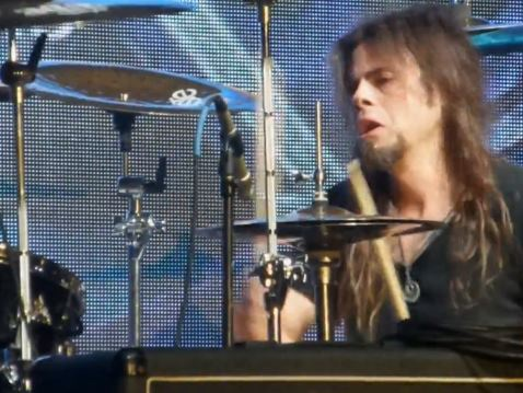Video: QUEENSRŸCHE Singer TODD LA TORRE Plays Drums For STRYPER On MONSTERS OF ROCK Cruise
