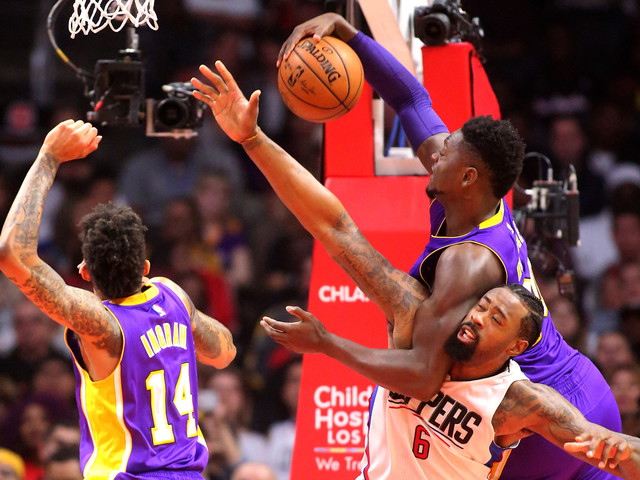 Clippers avenge Christmas loss with 113-97 victory over Lakers